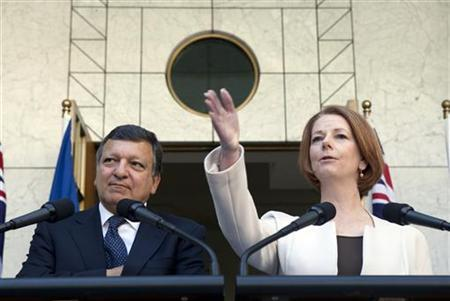 President of the European Commission Jose Manuel Barroso (L) and Australian Prime Minister Julia Gillard hold a joint news conference at the Parliament House in Canberra September 5, 2011. REUTERS/Andrew Taylor