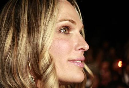 Actress Molly Sims arrives for the Diane von Furstenberg Fall 2010 collection during New York Fashion Week February 14, 2010. REUTERS/Carlo Allegri