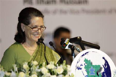 Sonia Gandhi speaks in Dhaka July 25, 2011.  REUTERS/Andrew Biraj/Files