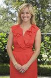 <p>La actriz Reese Witherspoon durante una recepción en Beverly Hills, EEUU, jul 10 2011. La actriz Reese Witherspoon se recuperaba en su casa tras ser atropellada por un automóvil mientras hacía ejercicio el miércoles en Santa Mónica, California, dijo su representante. REUTERS/Chris Jackson/Pool</p>