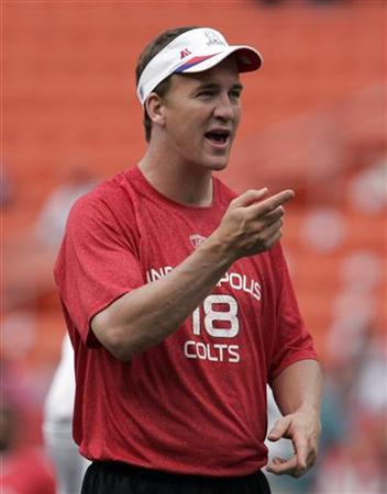 AFC quarterback Peyton Manning of the Indianapolis Colts gestures during a warm-up session before the NFL Pro Bowl at Aloha Stadium in Honolulu, Hawaii January 30, 2011. REUTERS/Hugh Gentry