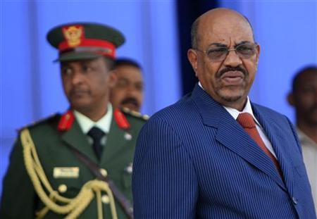 Sudan's President Omar Hassan al-Bashir (R) waits for the arrival of African Union Chairperson and Equatorial Guinea's President Teodoro Obiang Nguema Mbasogo (not pictured) in Khartoum July 8, 2011. REUTERS/Stringer