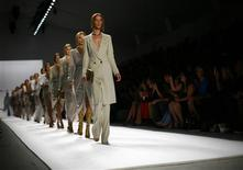 <p>Models present creations from the Elie Tahari Spring/Summer 2012 collection during New York Fashion Week September 14, 2011. REUTERS/Eric Thayer</p>