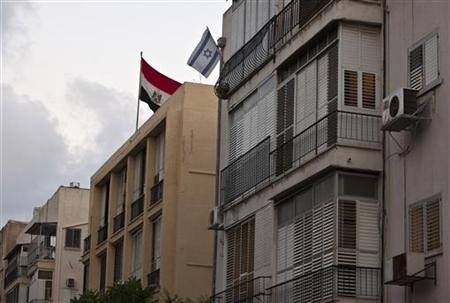 The Egyptian flag on the roof of the Egypt embassy in Tel Aviv, next to an Israeli flag from a nearby resident's balcony, August 20, 2011. REUTERS/ Nir Elias