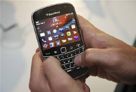 A person uses the new Blackberry Bold 9900 at a release party to promote the BlackBerry OS 7 devices in Toronto August 3, 2011. REUTERS/Mark Blinch/Files