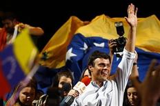 "<p>Opposition leader Leopoldo Lopez from the ""Voluntad Popular"" (Popular Will) party greets supporters during a rally in Caracas September 16, 2011. REUTERS/Jorge Silva</p>"