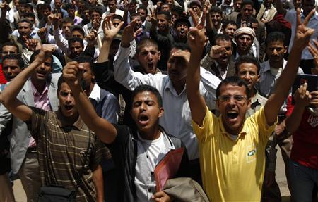 Pro-opposition students shout slogans as they try to enforce a boycott of studies at Sanaa University campus as part of protests demanding Yemen's President Ali Abdullah Saleh to step down, September 18, 2011. REUTERS/Khaled Abdullah