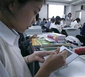 <p>A student uses English language learning software on a Nintendo DS during a media event at Tokyo Girls Junior High School in Tokyo June 26, 2008. REUTERS/Michael Caronna</p>