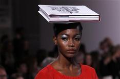 <p>A model presents a creation from the Kinder Aggugini 2012 Spring/Summer collection during London Fashion Week September 20, 2011. REUTERS/Suzanne Plunkett</p>