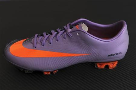 The new Nike Mercurial Vapor SuperFly II soccer boot is displayed during its launch at an event in London February 24, 2010. REUTERS/Jas Lehal