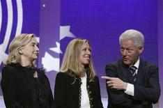 <p>Former U.S. President Bill Clinton talks to daughter Chelsea (C) and wife Hillary during the closing plenary of the Clinton Global Initiative in New York, September 22, 2011. REUTERS/Lucas Jackson</p>