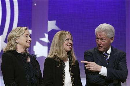Former U.S. President Bill Clinton talks to daughter Chelsea (C) and wife Hillary during the closing plenary of the Clinton Global Initiative in New York, September 22, 2011. REUTERS/Lucas Jackson