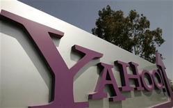 """<p>Foto de archivo de la casa matriz de Yahoo en Sunnyvale, EEUU, mayo 5 2008. La correduría Stifel Nicolaus dijo que la posibilidad de que Yahoo Inc sea adquirido ha subido al 80 por ciento, y mejoró la recomendación de las acciones del pionero de internet a """"comprar"""" desde """"mantener"""". REUTERS/Robert Galbraith</p>"""