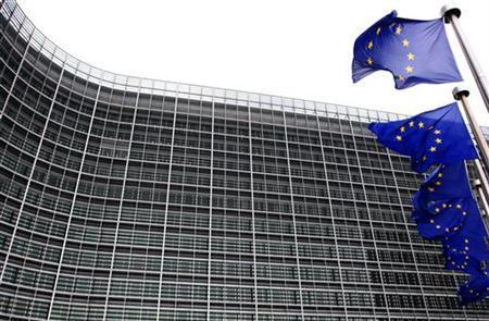 EU-Flaggen am 27. November 2009 vor dem Sitz der Europäischen Kommission in Brüssel. REUTERS/Yves Herman