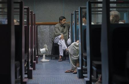 Stockbrokers monitor share prices during a trading session at the Karachi Stock Exchange September 23, 2011. REUTERS/Athar Hussain