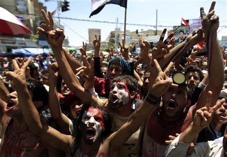 Anti-government protesters shout slogans during a rally to demand the ouster of Yemen's President Ali Abdullah Saleh in Sanaa September 27, 2011. REUTERS/Khaled Abdullah