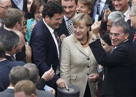 German Chancellor Angela Merkel prepares to vote at the session of the Bundestag lower house of parliament in Berlin, September 29, 2011. REUTERS/Thomas Peter