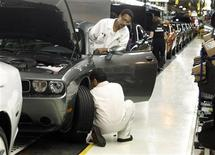 <p>Chrysler Group LLC employees work on the assembly line during the production launch of Chrysler vehicles at the assembly plant in Brampton January 7, 2011. REUTERS/Mike Cassese</p>
