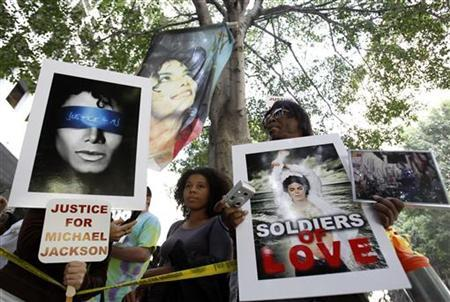 Michael Jackson supporters are shown outside the courthouse during Dr. Conrad Murray's trial in the death of Jackson in Los Angeles September 29, 2011. REUTERS/Mario Anzuoni