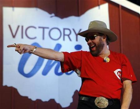 Singer Hank Williams Jr. points into the crowd at a campaign rally with Republican presidential nominee Senator John McCain in Columbus, Ohio October 31, 2008. REUTERS/Brian Snyder