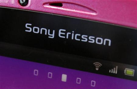 A Sony Ericsson logo on a smartphone is pictured at a mobile phone shop in Tokyo October 7, 2011. REUTERS/Yuriko Nakao (JAPAN - Tags: BUSINESS TELECOMS SCIENCE TECHNOLOGY LOGO)
