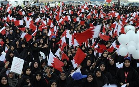 Shi'ite protesters wave Bahraini national flags during a women's anti-government demonstration organised by Bahrain's Shi'ite opposition party Al Wefaq in Budaiya, west of Manama, September 29, 2011. REUTERS/Hamad I Mohammed