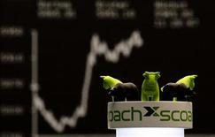 <p>A foam figure of a bull is seen in front oft he German share prize DAX index board, as the DAX climbs towards 6000 points during the morning trading session at the stock exchange in Frankfurt October 12, 2011. REUTERS/Kai Pfaffenbach</p>