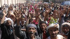 <p>متظاهرون مناهضون للحكومة في صنعاء يوم الخميس - رويترز</p>