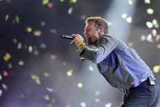 <p>Coldplay lead vocalist Chris Martin performs at the Rock in Rio Music Festival in Rio de Janeiro October 1, 2011. REUTERS/Ricardo Moraes</p>