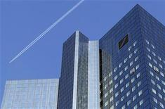 <p>A jet leaves a vapor trail as it flies over the headquarters of Germany's largest business bank, Deutsche Bank in Frankfurt, October 14, 2011. REUTERS/Kai Pfaffenbach</p>