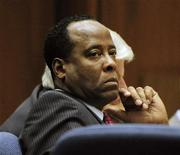 <p>Dr. Conrad Murray listens to testimony during his involuntary manslaughter trial in Los Angeles, California October 25, 2011. REUTERS/Paul Buck/Pool</p>