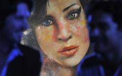 <p>Foto de archivo de la obra 'Amy' del artista Johan Andersson en un bar en el centro de Londres. La cantante británica Amy Winehouse tenía una tasa de alcohol en sangre cinco veces superior al límite legal para conducir cuando falleció el 23 de julio a los 27 años, dijeron medios británicos el miércoles. Ago 23, 2011. REUTERS/Toby Melville</p>