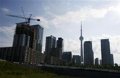 <p>Condominiums are seen under construction in Toronto, July 10, 2011. REUTERS/Mark Blinch</p>