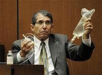 <p>Dr. Paul White, an anaesthesiologist and propofol expert, holds up an IV drip in the final stage of Dr. Conrad Murray's defense case, during Murray's involuntary manslaughter trial in Los Angeles October 28, 2011. REUTERS/Paul Buck/Pool</p>