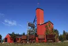 <p>The restored headframe of the former Toburn mine located in the heart of Kirkland Lake, Ontario October 3, 2011. REUTERS/Euan Rocha</p>