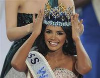 <p>La venezolana Ivian Sarcos celebra tras ser coronada como Miss Mundo en Earls Court, Inglaterra, nov 6 2011. La candidata de Venezuela, una licenciada en recursos humanos que pretende trabajar con niños, fue coronada el domingo como Miss Mundo 2011 en un fastuoso desfile de belleza en Londres. REUTERS/Paul Hackett</p>