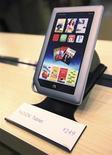 <p>La nueva tableta Nook durante una presentación de Barnes & Noble en Nueva York, nov 7 2011. La cadena de librerías Barnes & Noble lanzó el lunes su primera computadora de pantalla táctil para competir con Amazon y Apple durante la temporada de ventas de Navidad. REUTERS/Shannon Stapleton</p>