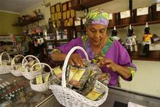 "<p>Dinah Veeris prepare a basket with teas and plants in her garden Den Paradera, which means ""a place where people feel at home"", in Willemstad at Curacao Island June 18, 2008. REUTERS/Jorge Silva</p>"
