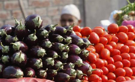 A vendor selling vegetables waits for customers along a roadside market in Srinagar November 14, 2011. India's wholesale prices rose more than expected in October as the cost of food and fuel increased, raising doubts about the Reserve Bank of India's (RBI) outlook that price pressures will abate by the end of the year. REUTERS/Fayaz Kabli