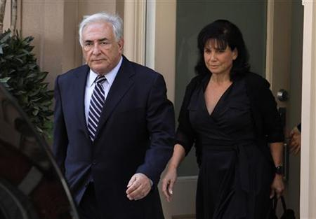 Former IMF chief Dominique Strauss-Kahn (L) and his wife Anne Sinclair walk to their car as they head to the New York District Attorney in New York August 23, 2011. REUTERS/Eduardo Munoz