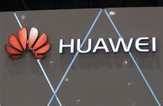 """<p>Huawei Technologies, numéro deux mondial des équipements télécoms, prévoit de racheter la part de Symantec de 49% dans une coentreprise pour 530 millions de dollars afin de se renforcer dans le """"cloud computing"""". /Photo d'archives/REUTERS/Denis Balibouse</p>"""