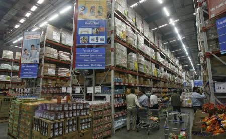 Customers shop at a Best Price Modern Wholesale store, a joint venture of Wal-Mart Stores Inc and Bharti Enterprises, at Zirakpur in  Punjab November 24, 2011. REUTERS/Ajay Verma