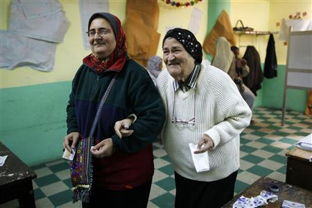 Egyptian women leave a polling station after casting their votes during a parliamentary election in Cairo November 29, 2011. REUTERS/Ahmed Jadallah