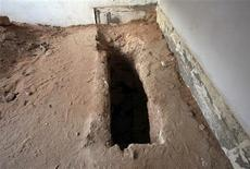 <p>A view of the empty tomb of Muslim holy man Sidi Ali Zaghwani in Tripoli's Janzour neighbourhood is pictured November 29, 2011. REUTERS/Ismail Zitouny</p>