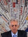 <p>L'Italie, sans la nouvelle cure d'austérité de 30 milliards d'euros présenté ce week-end, aurait risqué de se retrouver dans une situation similaire à celle de la Grèce, a déclaré lundi le président du Conseil, Mario Monti. /Photo prise le 5 décembre 2011/REUTERS/Tony Gentile</p>