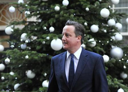 Britain's Prime Minister David Cameron leaves Downing Street in London December 7, 2011.REUTERS/Toby Melville