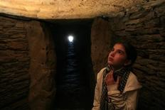<p>A visitor looks up in a chamber of the La Pastora dolmen in Valencina de la Concepcion, near Seville, October 14, 2011. REUTERS/Marcelo del Pozo</p>