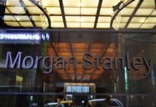<p>Morgan Stanley va supprimer 1.600 emplois au premier trimestre 2012 pour réduire ses coûts dans un contexte difficile. Cette compression d'effectifs touchera tous les échelons hiérarchiques et toutes les zones géographiques. /Photo d'archives/REUTERS/Shannon Stapleton</p>