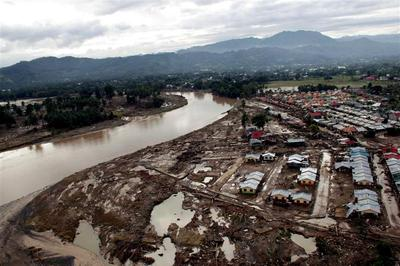Typhoon Washi slams Philippines