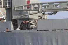 <p>جنود ايرانيون خلال تدريبات بحرية قرب مضيق هرمز يوم الأربعاء. صورة من وكالة فارس الايرانية للأنباء يحظر استخدامها في غير الأغراض التحريرية.</p>